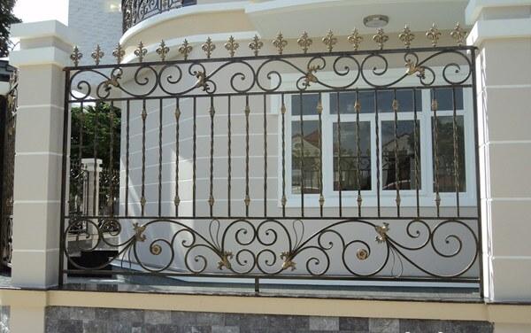 Mẫu hàng rào mỹ thuật có hoa văn đơn giản