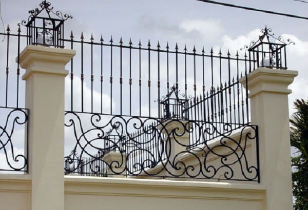 Hàng rào mỹ thuật có họa tiết đơn giản