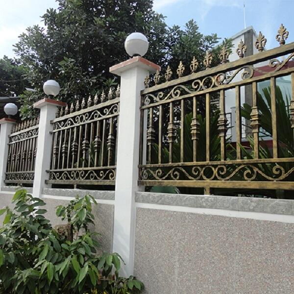Mẫu hàng rào sắt mỹ thuật sơn màu mạ vàng