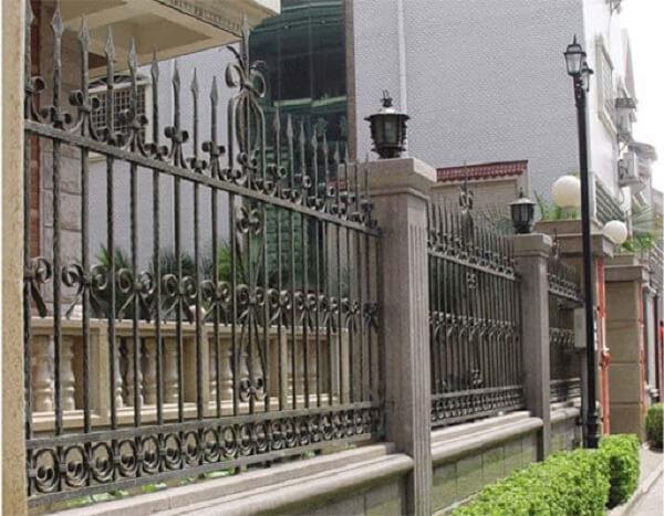Hàng rào mỹ thuật màu vàng đồng
