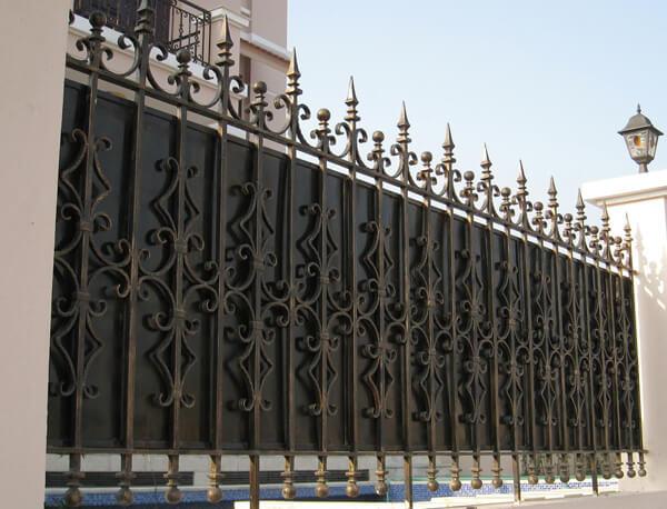 Mẫu hàng rào mỹ thuật mạ vàng kín đáo, an toàn