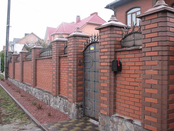 Mẫu hàng rào nông thôn bằng gạch chắc chắn