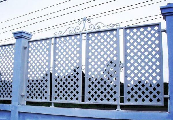 Hàng rào sắt màu xanh thiết kế đẹp mắt, cao cấp