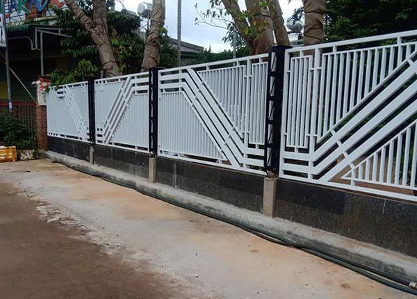 Hàng rào sắt thiết kế lạ mắt, chất lượng cao
