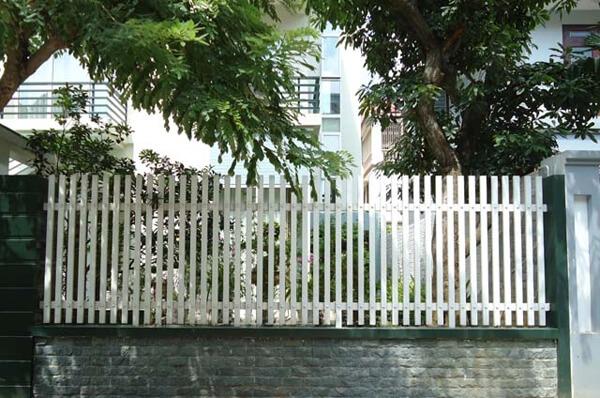 Mẫu hàng rào sắt nhẹ nhàng, cổ điển cho biệt thự