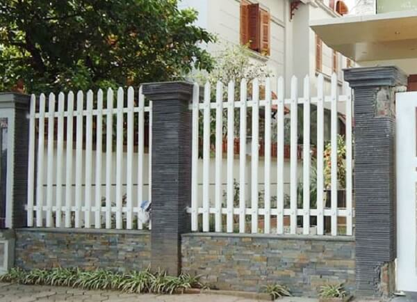 Mẫu hàng rào sắt hộp màu trắng hiện đại, bắt mắt