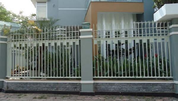 Mẫu hàng rào sắt thiết kế cổ điển, an toàn
