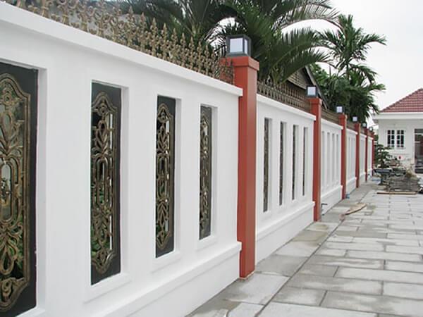 Mẫu tường rào cổ điển kín đáo chắc chắn