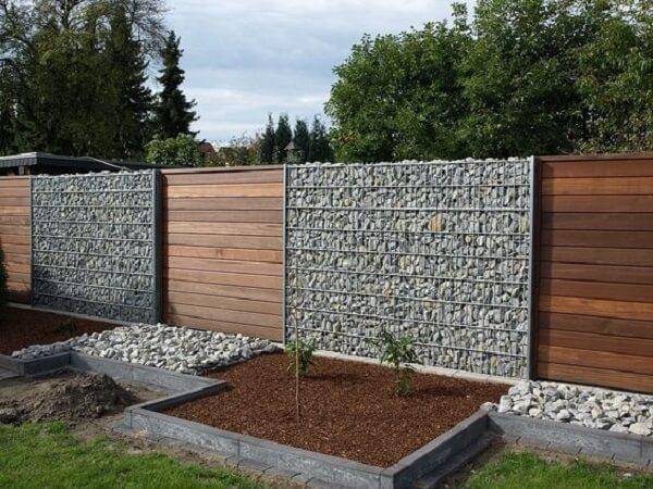Mẫu tường ráo đá ốp gỗ lãng mạn, an toàn