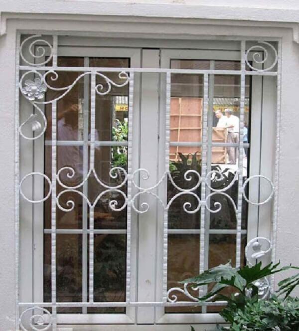 Mẫu khung sắt mỹ thuật bảo vệ cửa sổ màu trắng nhẹ nhàng, tinh tế