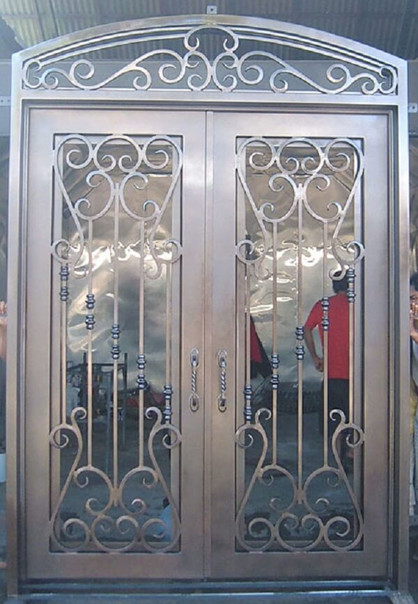 Khung sắt bảo vệ cửa đi mỹ thuật màu cánh gián cao cấp, sang trọng