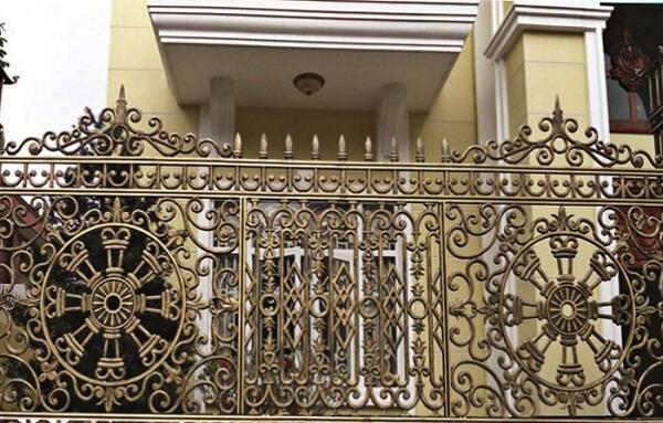 Mẫu hàng rào nhôm đúc họa tiết mới lạ, thiết kế chắc chắn