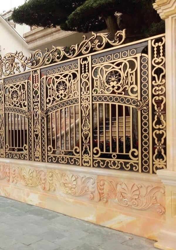 Hàng rào nhôm đúc màu đen mạ vàng cao cấp, hiện đại