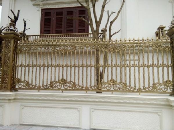 Mẫu hàng rào nhôm đúc thiết kế đơn giản, chắc chắn