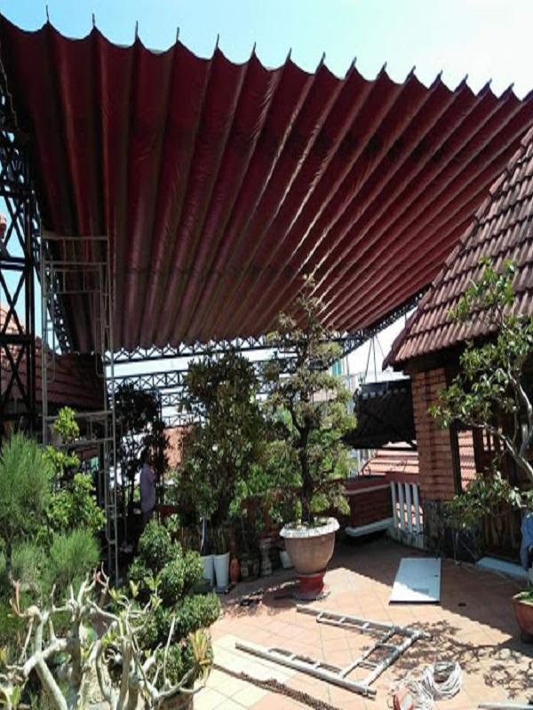Mái bạt xếp di đông cỡ lớn phù hợp với những sân nhà có diện tích rộng rãi màu sắc trẻ trung phù hợp với nhiều thiết kế nhà ở khác nhau