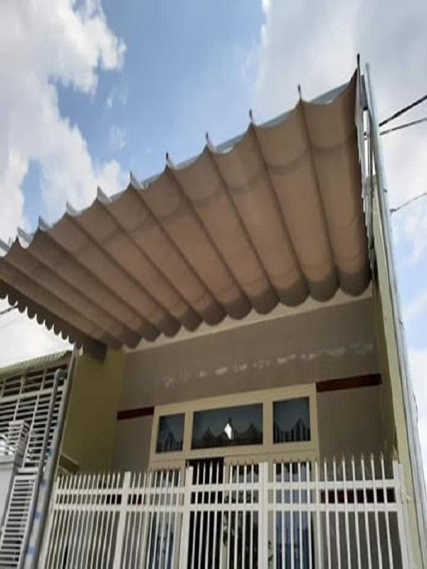 Đây lại là một mẫu mái bạt xếp di động phù hợp cho những ngôi nhà có thiết kế ban công tương đôi nhỏ hợp hoặc mái che trước cửa ra vào. Vì tính năng dễ thao tác và lắp đặt nên mái bạt xếp di động cũng đang được rất nhiều người lựa chon thay thế cho các kiểu mái hiện đơn điệu truyền thống
