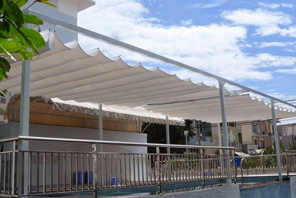 Mái xếp bạt kéo cho bể bơi tránh nắng hiện đại