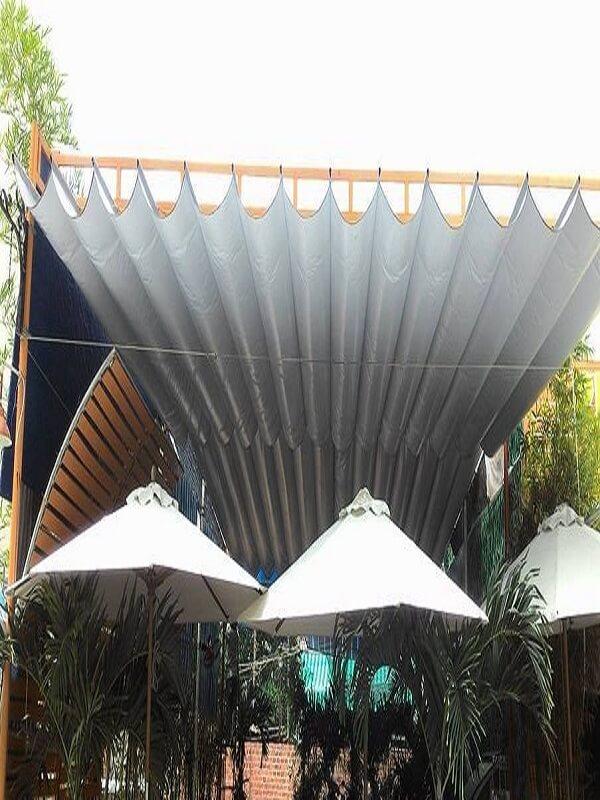 Mái xếp lượn sóng lớn màu trắng trang nhã phù hơp với nhiều thiết kế và chức năng sử dụng khác nhau
