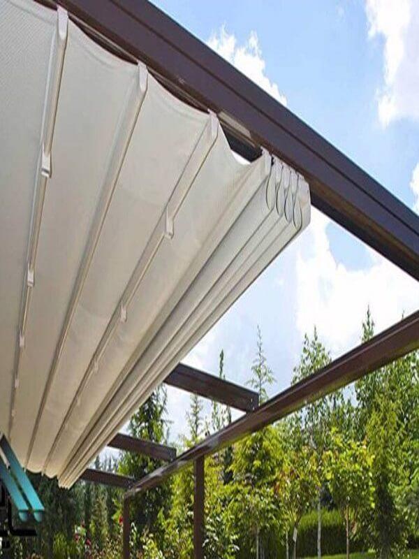 Mẫu mái xếp trắng cho ban công sân thượng cũng là một sự lựa chọn hoàn hảo