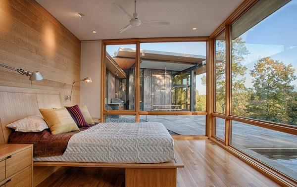 Đây cũng là mẫu cửa dành cho những phòng ngủ có không gian rộng, màu ánh kim cực hút mắt và mới lạ