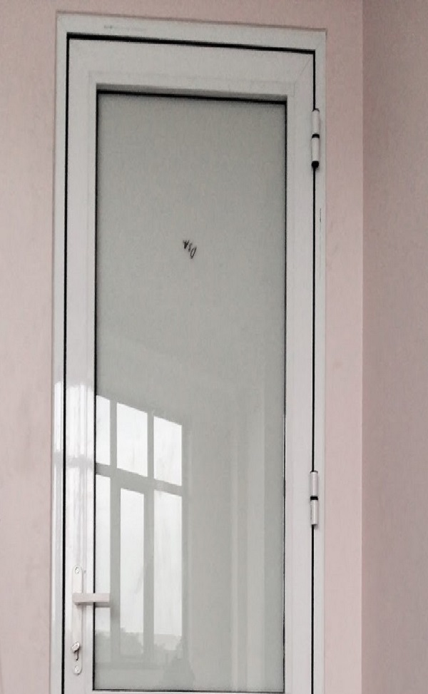 Của nhôm Xingfa phòng ngủ trắng sử có kích thước nhỏ phù hợp với những căn hộ chung cư có kích thước không quá lớn, tạo cảm giác thoáng đãng hơn