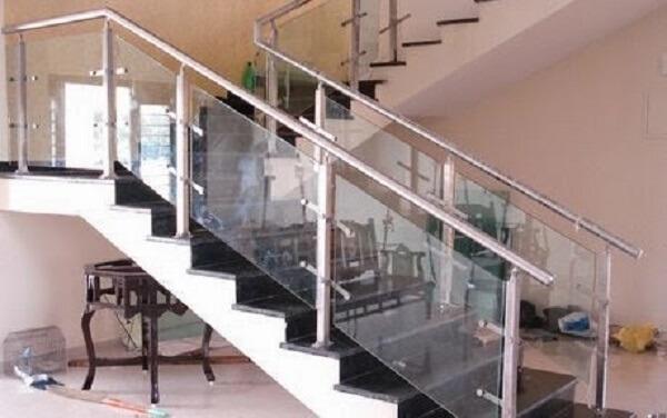 Mẫu cầu thang tay vịn inox hiện đại bắt mắt cho nhà phố