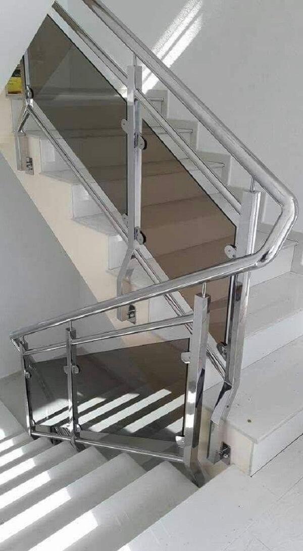 Cầu thang kính tay vịn inox đơn giản, chất lượng cao