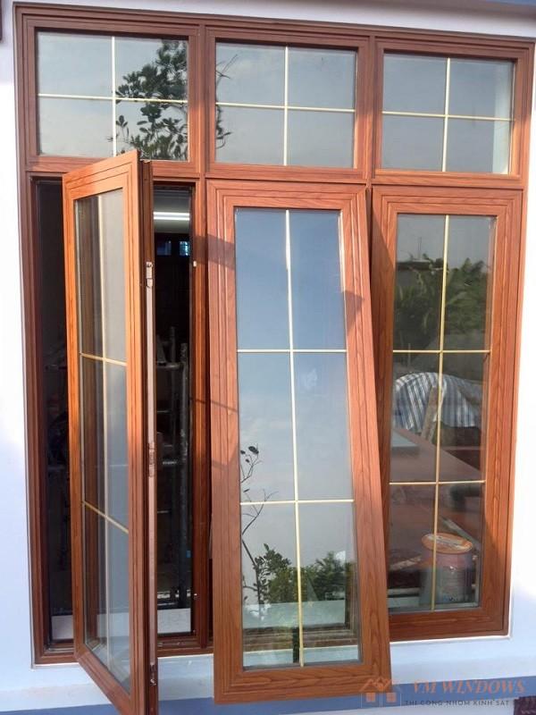 Mẫu cửa sổ lùa nhôm xingfa vân gỗ hiện đại, thoáng mát