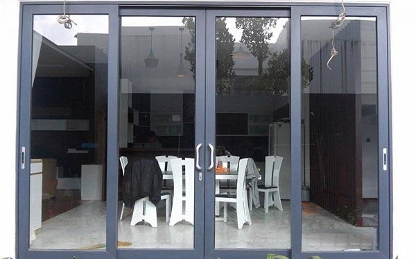 Màu đen tuyền thì không cần bàn cãi về độ hot cũng như độ phủ sóng nhiều trong hầu hết các công trình nhà ở vì nhiều đặc tính chắc chắn, dễ vệ sinh lau chùi và giữ màu bền lâu