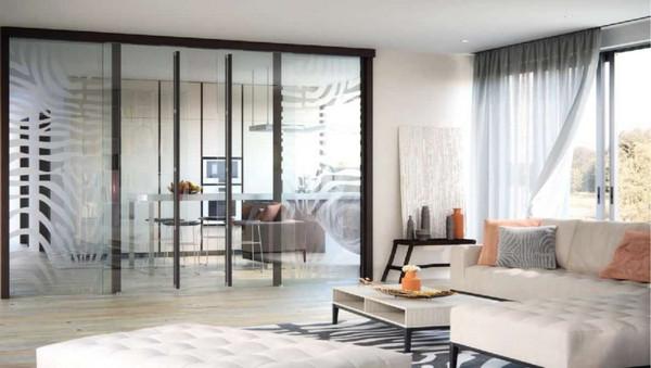Vách kính ngăn phòng khách và phòng thư giãn