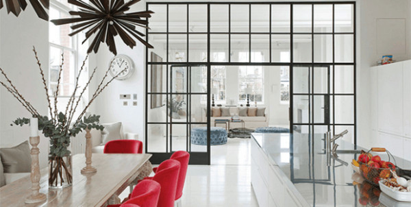 Vách kính ngăn phòng bếp và phòng khách
