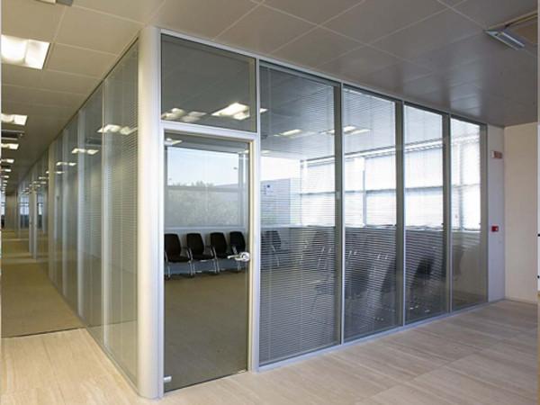 Vách kính cho phòng họp