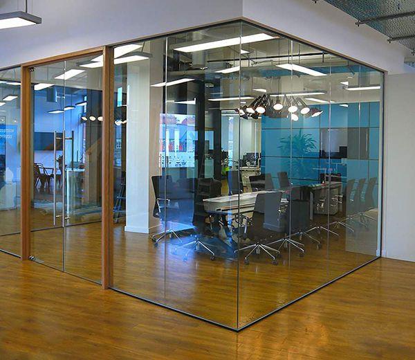 Vách kính văn phòng cho phòng họp đẹp