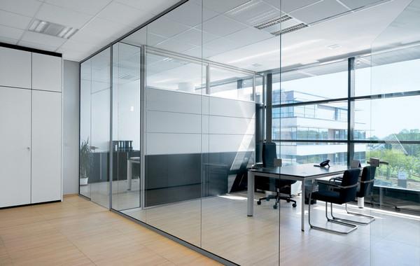 Vách kính văn phòng cho nhân viên