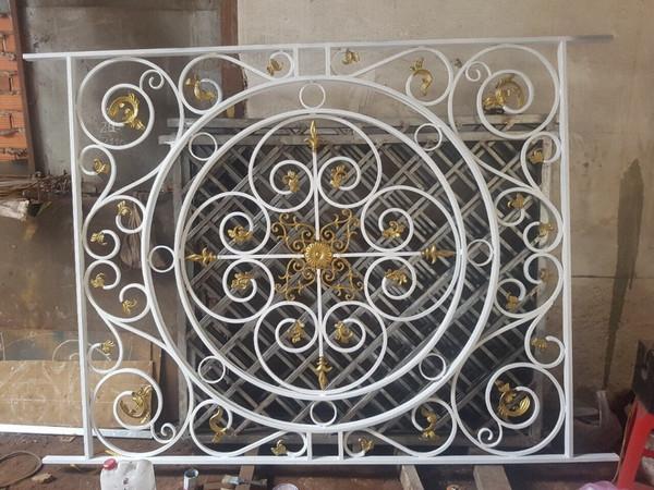 Mẫu bông bảo vệ cửa sổ bằng sắt đẹp 7