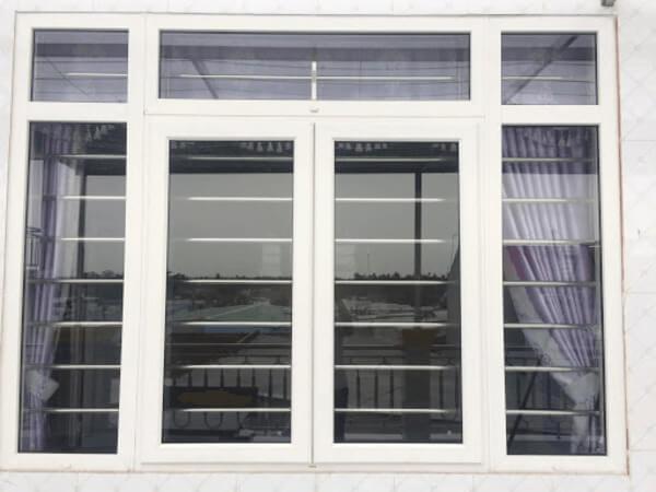 Khung bảo vệ cửa sổ bằng nhôm màu trắng