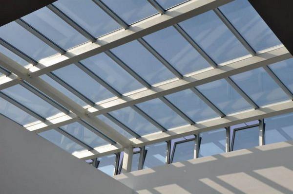 Khung bảo vệ giếng trời kính mái bằng có cửa sổ