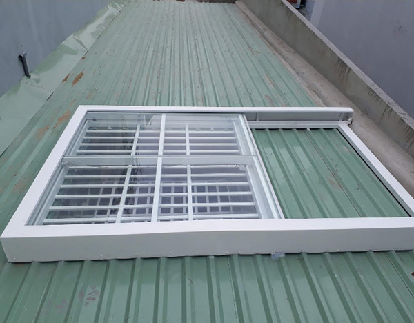 Khung bảo vệ giếng trời có cửa trượt