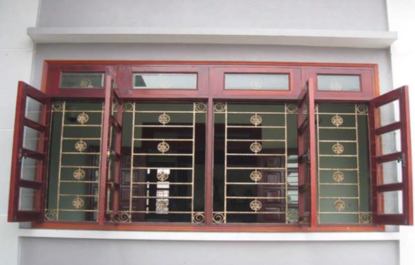 Mẫu thiết kế cho khung cửa sổ chống trộm bằng gỗ