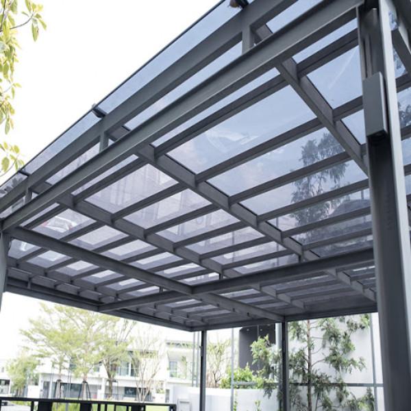 Mái hiên nhà phố đẹp khung nhôm và mái che bằng kính