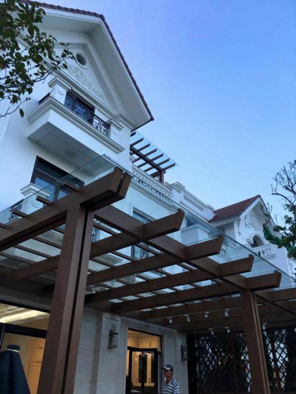 Mái hiên nhà phố villa đẹp, thiết kế độc đáo