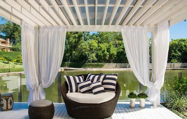 Mái hiên với phong cách thiết kế từ các bungalow