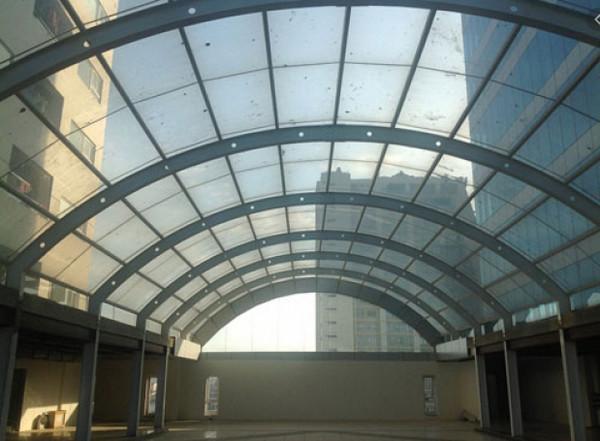 Mái vòm hiên ở sảnh tòa nhà