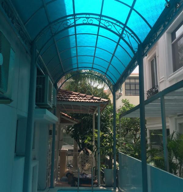 Mái hiên vòm hành lang của ngôi nhà
