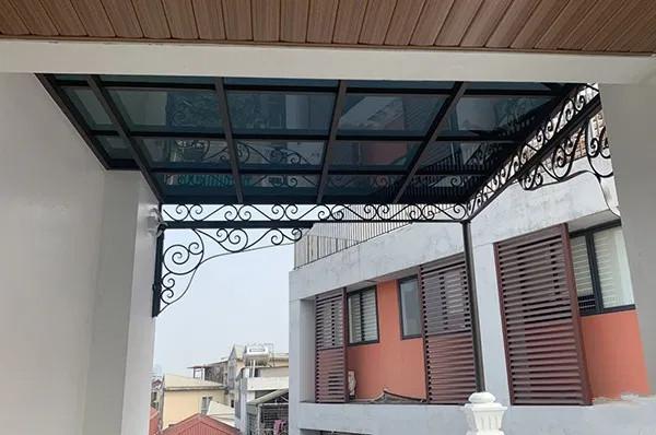 Mái kính hiên nhà cho sân thượng