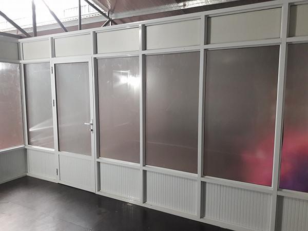 Vách ngăn nhôm kính cửa đóng mở