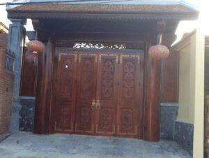 Cổng nhà cổ 4 cánh bằng gỗ thiết kế tinh xảo