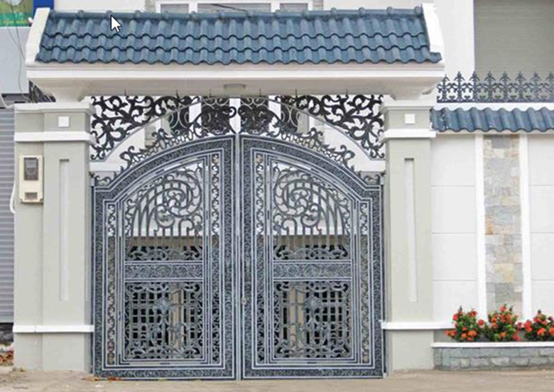 Cổng nhà cổ bằng sắt 2 cánh hoa văn tinh tế