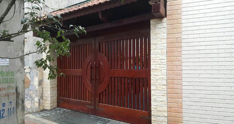 Cửa nhà gỗ 2 cánh đẹp hiện đại