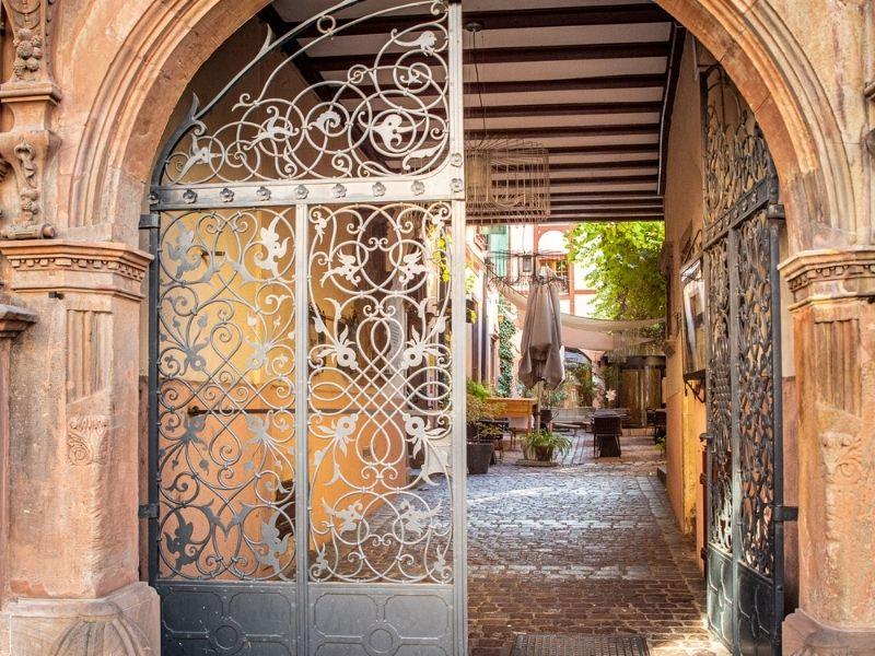 Mẫu cổng nhà hàng hiện đại